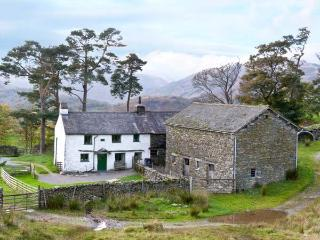LOW ARNSIDE, pet friendly, character holiday cottage, with a garden in Coniston, Ref 10734 - Coniston vacation rentals