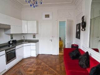 Marais Chic French Style 1+ BR, Perfect Location, - Paris vacation rentals