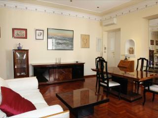 Rome Apartment near the Coliseum - Garzetta Romana - Paris vacation rentals