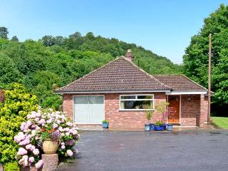 HOMESTEAD, family friendly, country holiday cottage, with a garden in Coalbrookdale, Ref 8276 - Shropshire vacation rentals
