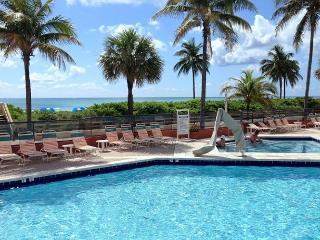 On the Beach Great Studio 2 Queen Beds for 4 Guests Great Heated Pool 551 - Hollywood vacation rentals