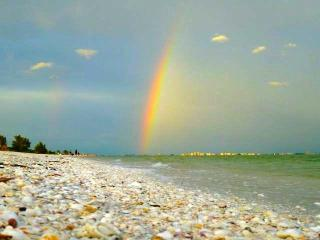 Sanibel's Rainbow, 2 Bedrm on Beach + Bikes & Pet - Sanibel Island vacation rentals