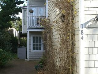 COURTYARD B with hottub in the heart of MANZANITA - Nehalem vacation rentals