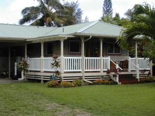 Quaint 2 bedroom cottage in the heart of Hanalei - Hanalei vacation rentals
