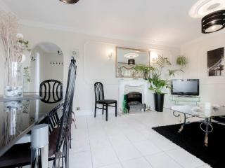 Apartment - Only 20 Minutes To The Tower Of London - London vacation rentals