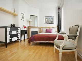 Bright and Quiet Parisian Apartment close to metro - Paris vacation rentals