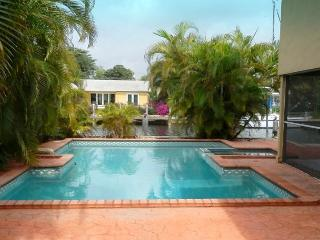 Your Secluded Corner of Paradise 5/2.5 Heated Pool 175' Waterfront Sleeps 12 - Pompano Beach vacation rentals
