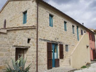BIO Fattoria Fontegeloni, LA TORTORA, 80 m apart. - Italy vacation rentals