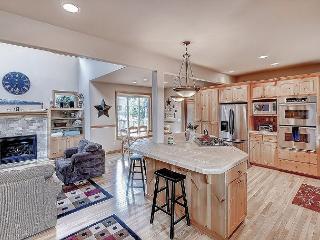 Fantastic Custom 3BD Cabin|Hot Tub, WiFi|Roslyn Ridge| Slps10,Summer Specials - Ronald vacation rentals