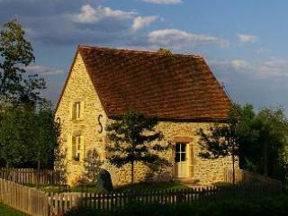 Guest cottage sleeping 4 - Luxury Cottage, South of Beaune, 4 pax, great view - Burgundy - rentals