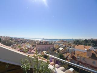 PI1 - Fantastic 3 Bedroom / 2 Bathroom apartment - Lisbon vacation rentals