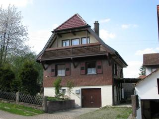 LLAG Luxury Vacation Apartment in Lossburg - 861 sqft, quiet setting, playset in yard, family-oriented… - Aichhalden vacation rentals