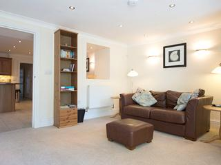 Five Star Pet Friendly Holiday Apartment - Lantern Suite, Tenby - Pembroke Dock vacation rentals