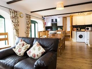 Pet Friendly Holiday Cottage - Rowan, West Grove Barns, Hundleton - Hundleton vacation rentals
