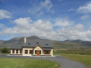 Bright, modern house on the Dingle Peninsula. Wifi - Dingle Peninsula vacation rentals