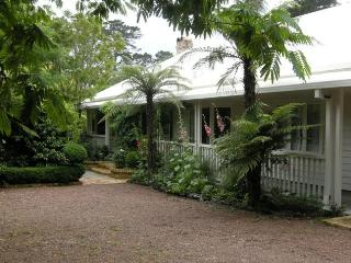 Elegant & Parklike Wine Country Near Surf Beaches - Kumeu vacation rentals