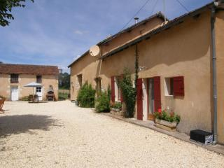 Gite with a heated pool & jacuzzi, sleeps 12 - Cendrieux vacation rentals