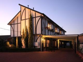 Elizabeth's Manor Retreat - Albury vacation rentals