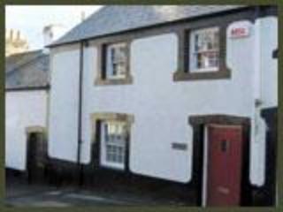 Hen Dafarn Spacious Inside Conwy Walls Sleeps 6 - Conwy vacation rentals