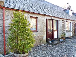 2 STITTENHAM COTTAGE, country holiday cottage, with a garden in Alness, Ref 12169 - Alness vacation rentals
