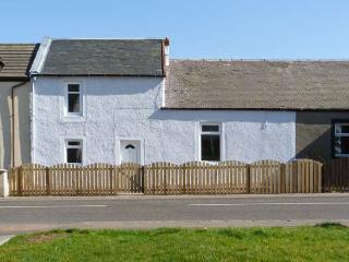 SKY BLUE COTTAGE, pet friendly, country holiday cottage, with a garden in Braehead, Ref 11265 - Lanark vacation rentals