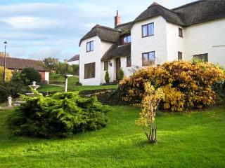 SHELLS COTTAGE, pet friendly, character holiday cottage, with hot tub in Washford, Ref 11459 - Somerset vacation rentals
