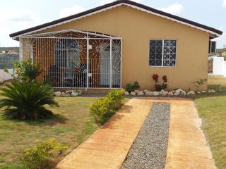 2Bdrm, 2 Bthrm Villa btw Montego Bay & Ocho Rios! - Falmouth vacation rentals