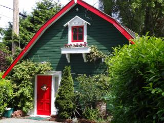 Sunrise Garden Cottage - a warm and cozy retreat - Victoria vacation rentals