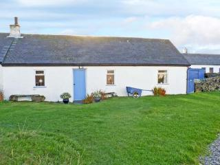 33 EASDALE ISLAND, pet friendly, with a garden in Oban, Ref 8551 - Lochgilphead vacation rentals