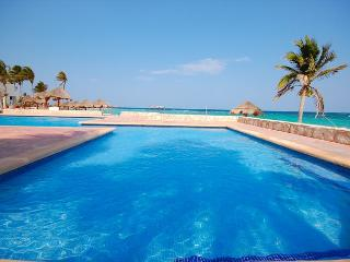 Great beachfront studio with wonderful ocean views on Aventuras Akumal beach. - Morelos vacation rentals