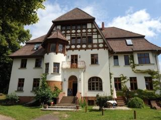 Vacation Apartment in Weitendorf - 1292 sqft, comfortable, large yard on the river, woodstove (# 2343) - Parchim vacation rentals