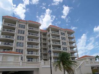 La Vistana 703-Luxury Gulf Front 3 bedroom, pool, 2 spas, BBQ & fitness room - Redington Shores vacation rentals
