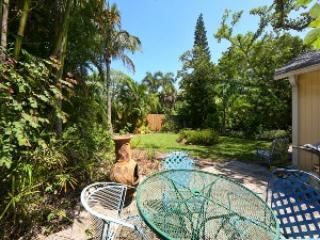 Outdoor sitting area - Garden Cottage-420 Spring Ave - Anna Maria - rentals