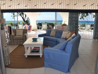 Family beach villa, walk to Sandy Lane & Holetown - Holetown vacation rentals
