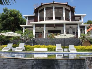 Luxury villa with pool and ocean view  DISCOUNT10% - Temukus vacation rentals