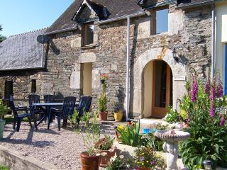 Child Friendly Self Catering Gites :Pool & animals - Brittany vacation rentals