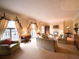 South Kensington Mansions 3 Bedroom/3 Bathroom - London vacation rentals