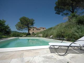 Luxury 4 Bedroom Farmhouse near Montepulciano - Montepulciano vacation rentals