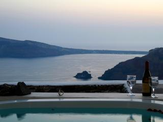 Greek Island Villa with a Jacuzzi and Great Views - Agathon - Oia vacation rentals