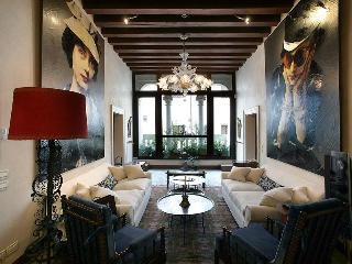 Muazzo Palace  5 STAR Venice  Luxury Sleeps 8 - Venice vacation rentals