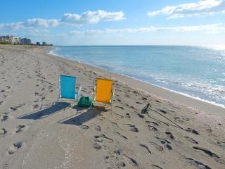 Yacht Club Apts. #25 - 1 Bedroom B&B (Bed & Beach) - Venice vacation rentals