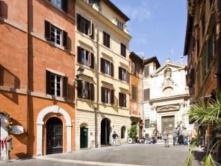 Bright apartment at 2 steps of the Roman Squares - Rome vacation rentals