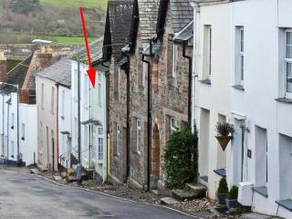 5 BODMIN HILL, pet friendly, character holiday cottage, with a garden in Lostwithiel, Ref 11626 - Lostwithiel vacation rentals