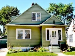 Basil Cottage - Weekly stays begin on Saturdays - South Haven vacation rentals