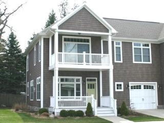98 North Shore - Weekly stays begin on Saturdays - South Haven vacation rentals