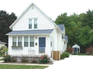 Hart`s Haven - Weekly stays begin on Saturdays* - South Haven vacation rentals