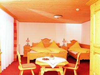 Double Room in Wertach - comfortable, WiFi (# 2400) - Oberstdorf vacation rentals