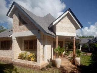 Kitu Kidogo Cottages - Chic cottages in Diani - Coast Province vacation rentals