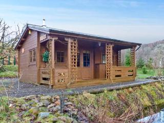THE LOG CABIN, romantic, country holiday cottage, with open fire in Oban, Ref 12682 - Argyll & Stirling vacation rentals