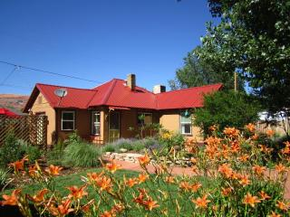 Moosewood Cottage.  Colorful 3BR/2BA In-Town House - Moab vacation rentals
